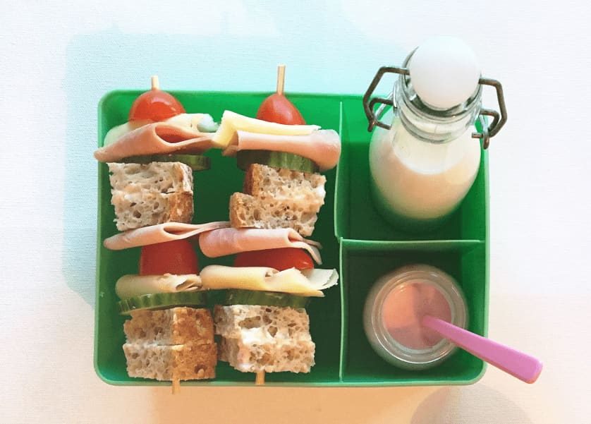 Brødskivespyd er lett å lage og morsomt å spise. Foto: Kavli