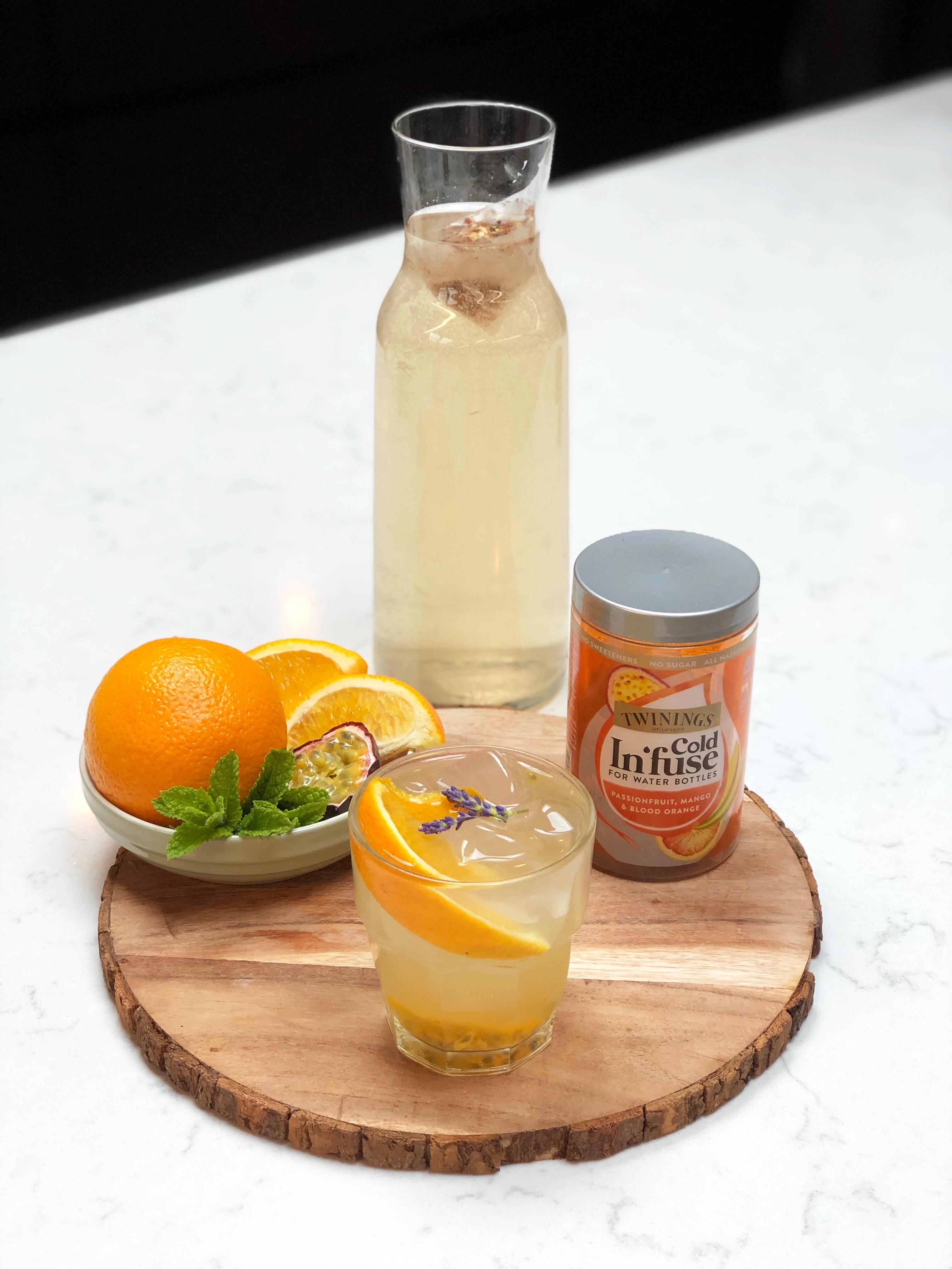 Lag en sommerlig og frisk mocktail med Twinings Cold In`fuse og frisk frukt.jpg