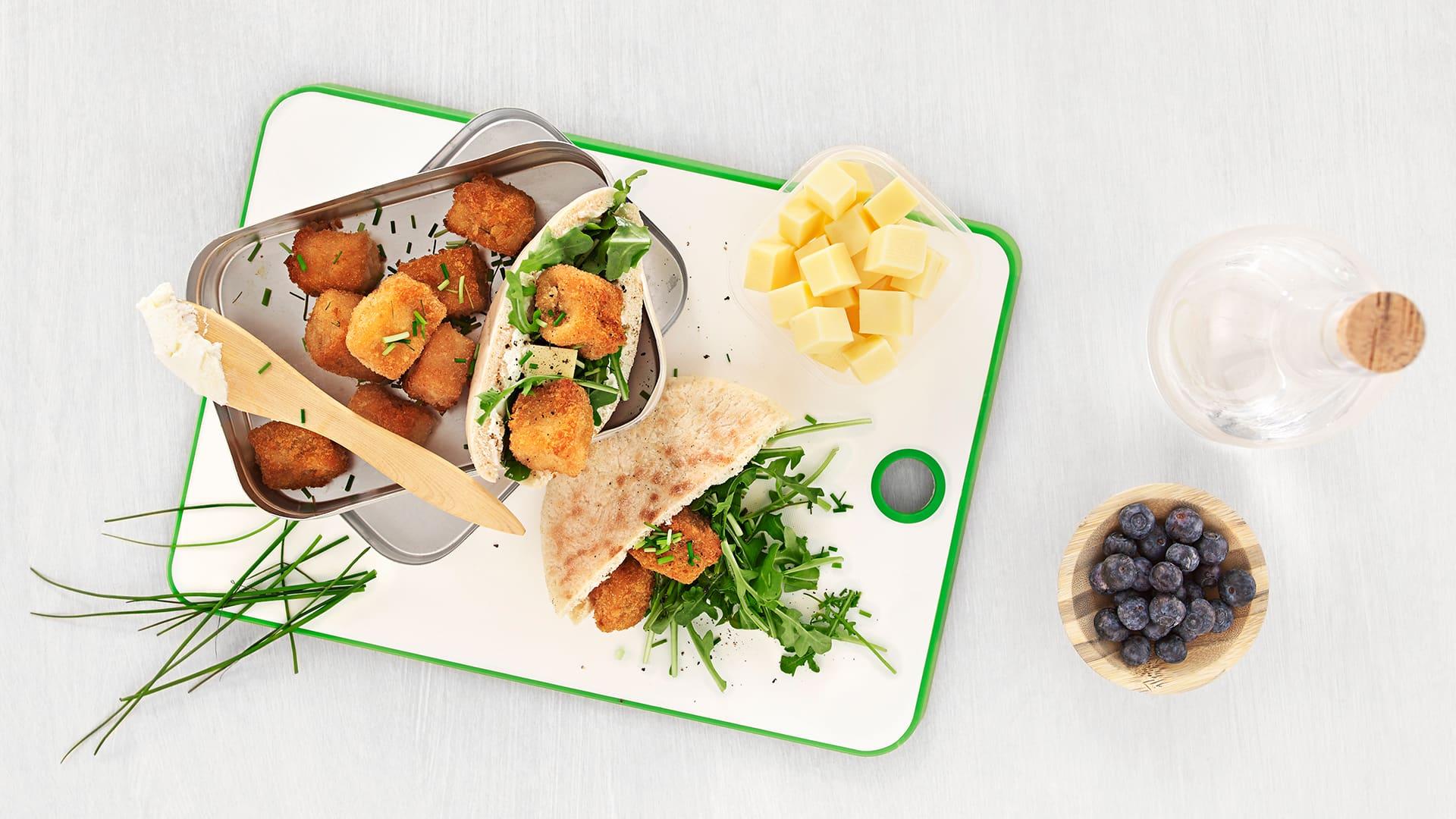 Putt middagsrestene i et pitabrød, og du har en sunn og billig lunsj til dagen etter.