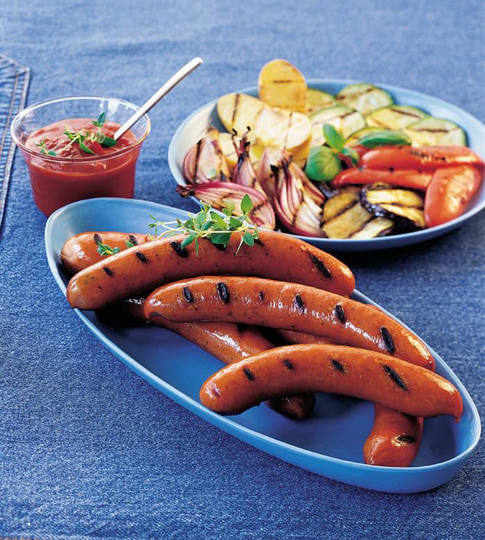 Pølser fra Gilde og Prior sammen med grillede grønnsaker. Foto: Nortura