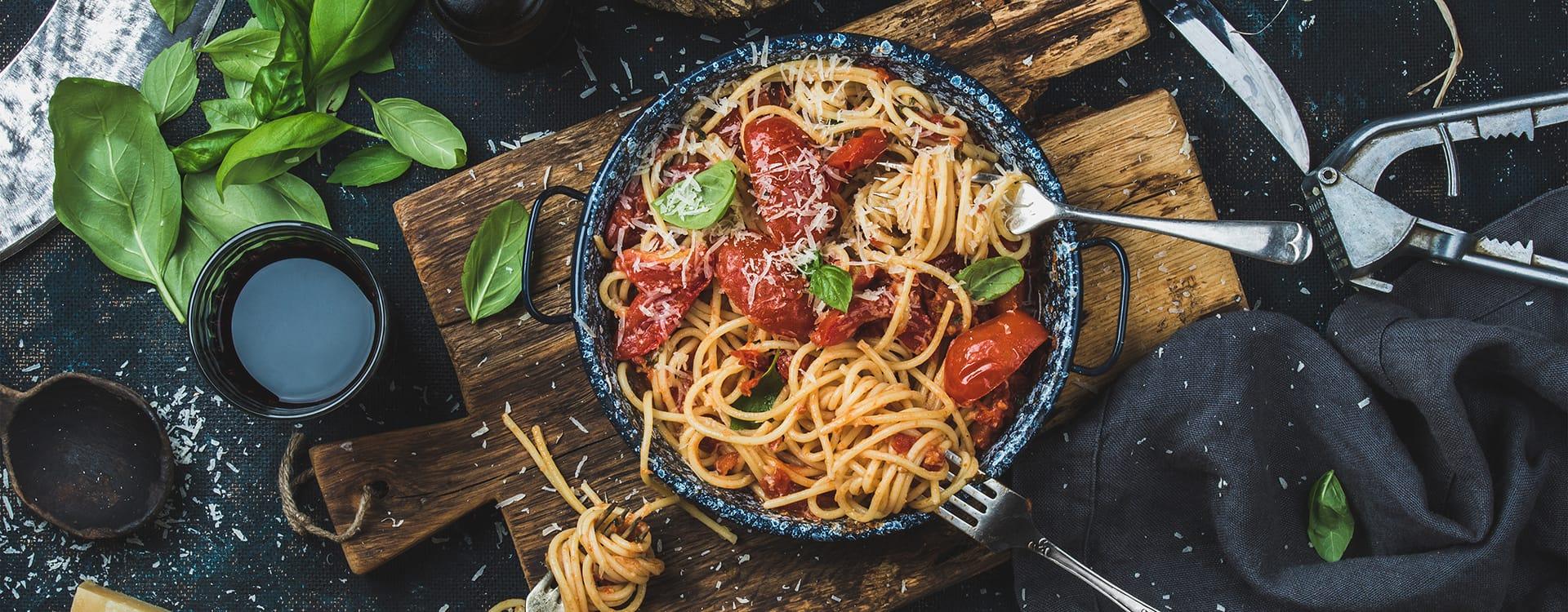 Fullkornspasta inneholder i gjennomsnitt dobbelt så mye fiber som vanlig pasta.