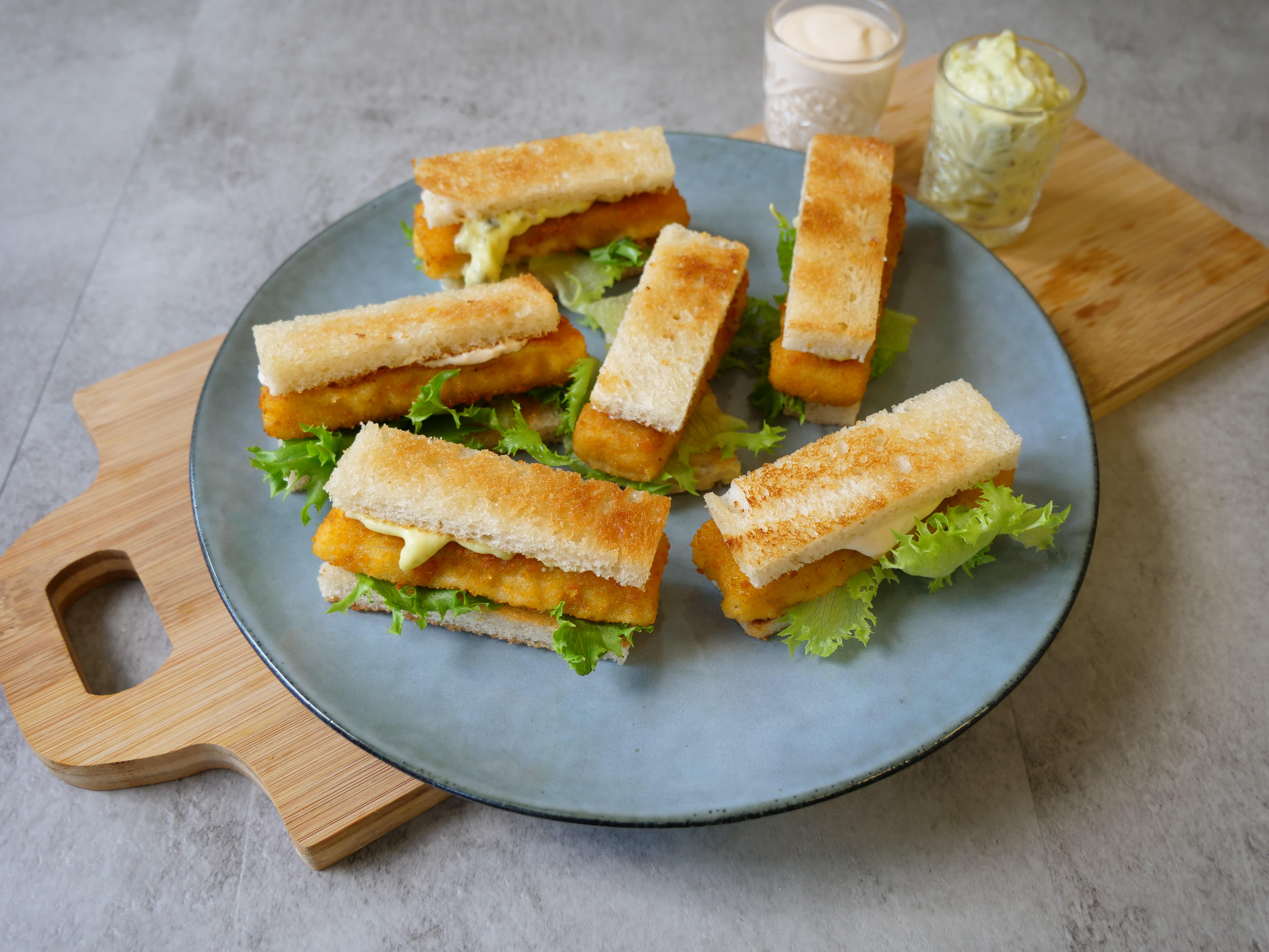 Server gjerne fiskepinnene som toast. Morsomt, enkelt og ikke minst godt! 📸Findus
