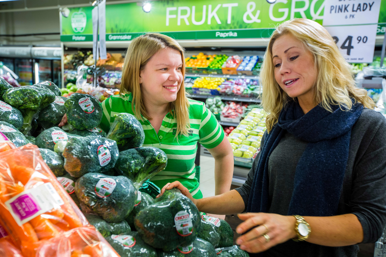 Klinisk ernæringsfysiolog Tine Sundfør i KIWI-butikken.