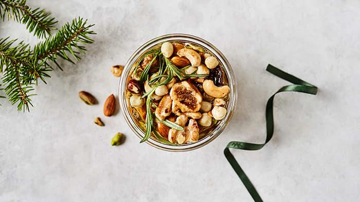 Nøtter er et godt og mettende alternativ til tradisjonelle julekaker.