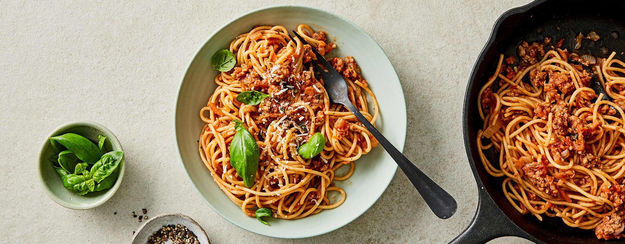 pasta med kjøttsaus og grønnsaker