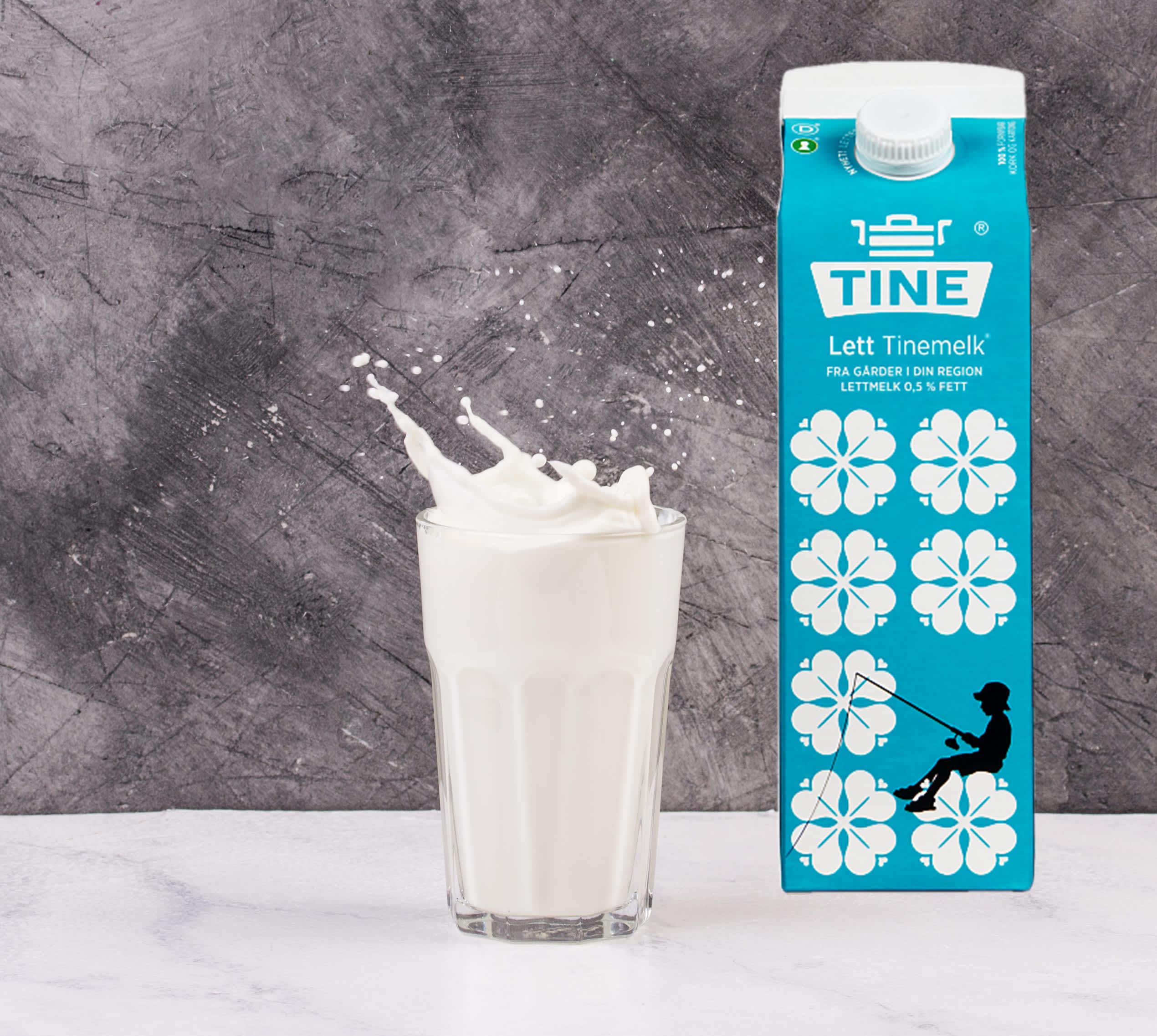 Et glass melk på 2 dl tilsvarer én porsjon om dagen.