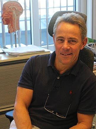 Øre-nese-halsspesialist Petter Lorentz Larsen ved Bærum Øre Nese Hals-klinikk.