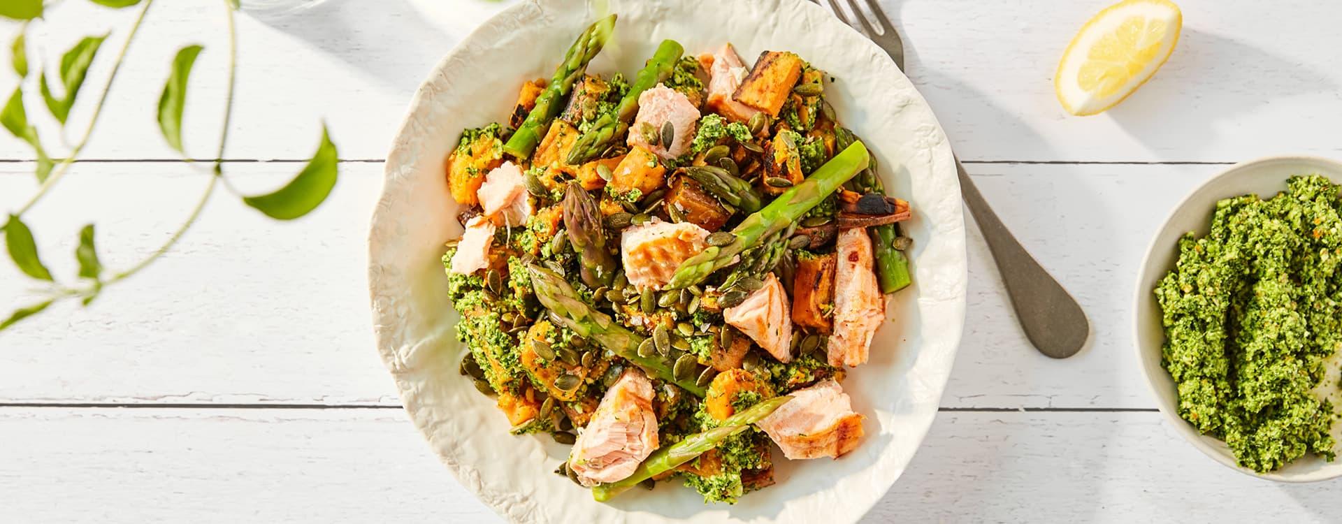 Lett og god middag med fisk, søtpotet og grønnkålpesto.