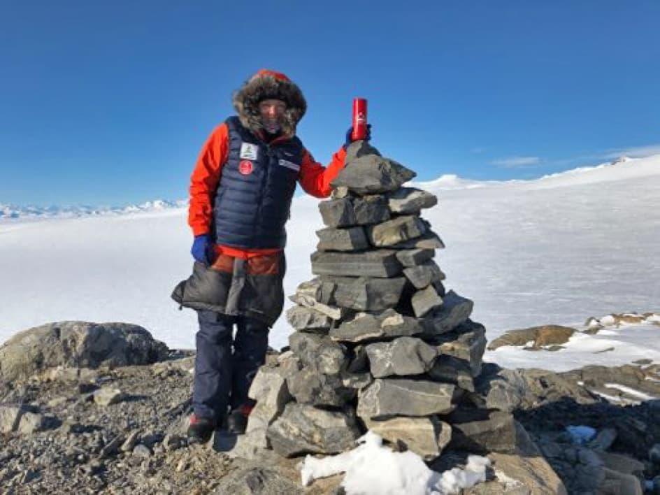 Krone-Is Jordbær på Sydpolen med polfarer Astrid Furholt.