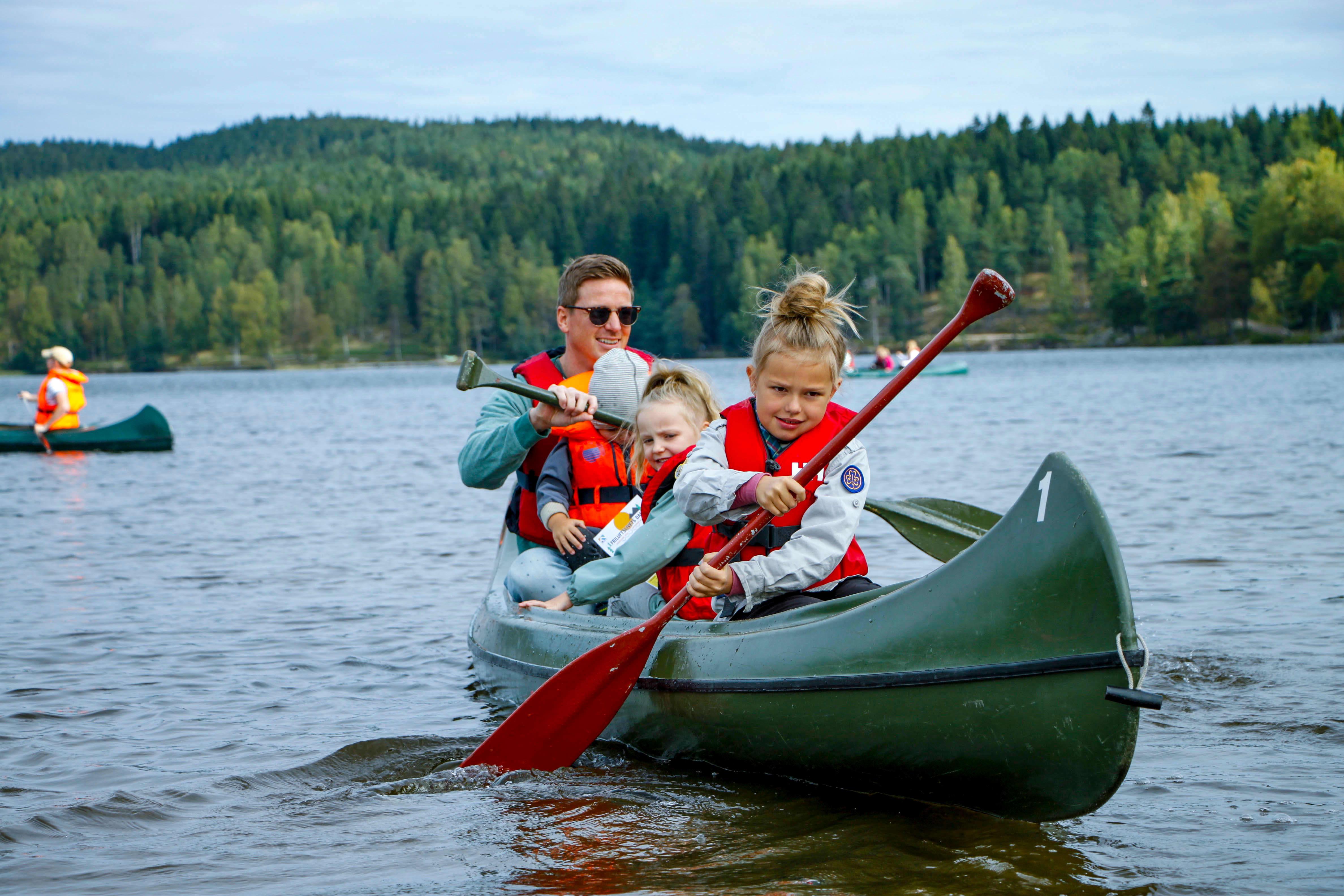 Padling er en av mange aktiviteter som tilbys på Kom deg ut-dagen rundt om i landet. Foto: DNT/Sindre Nikolai Aker