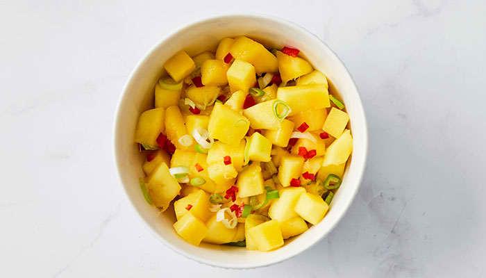 Ikke prøvd mangosalat til laksen enda? Prøv! Det er helt nydelig.