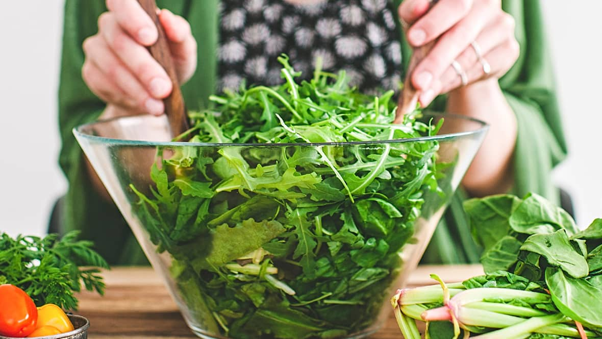 Kjøp en pose ferdig vasket salat så har du tilbehøret eller middagen klar på null tid.