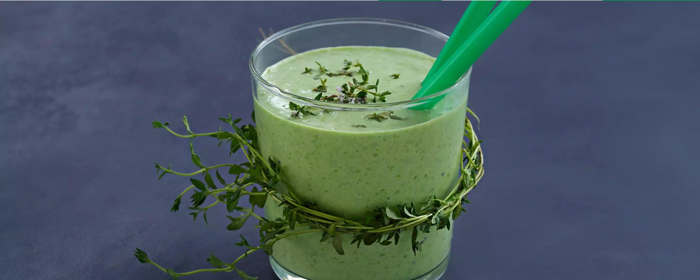 Kiwi- og ertesmoothie med mynte gir deg masse C-vitaminer, folat og kalsium.
