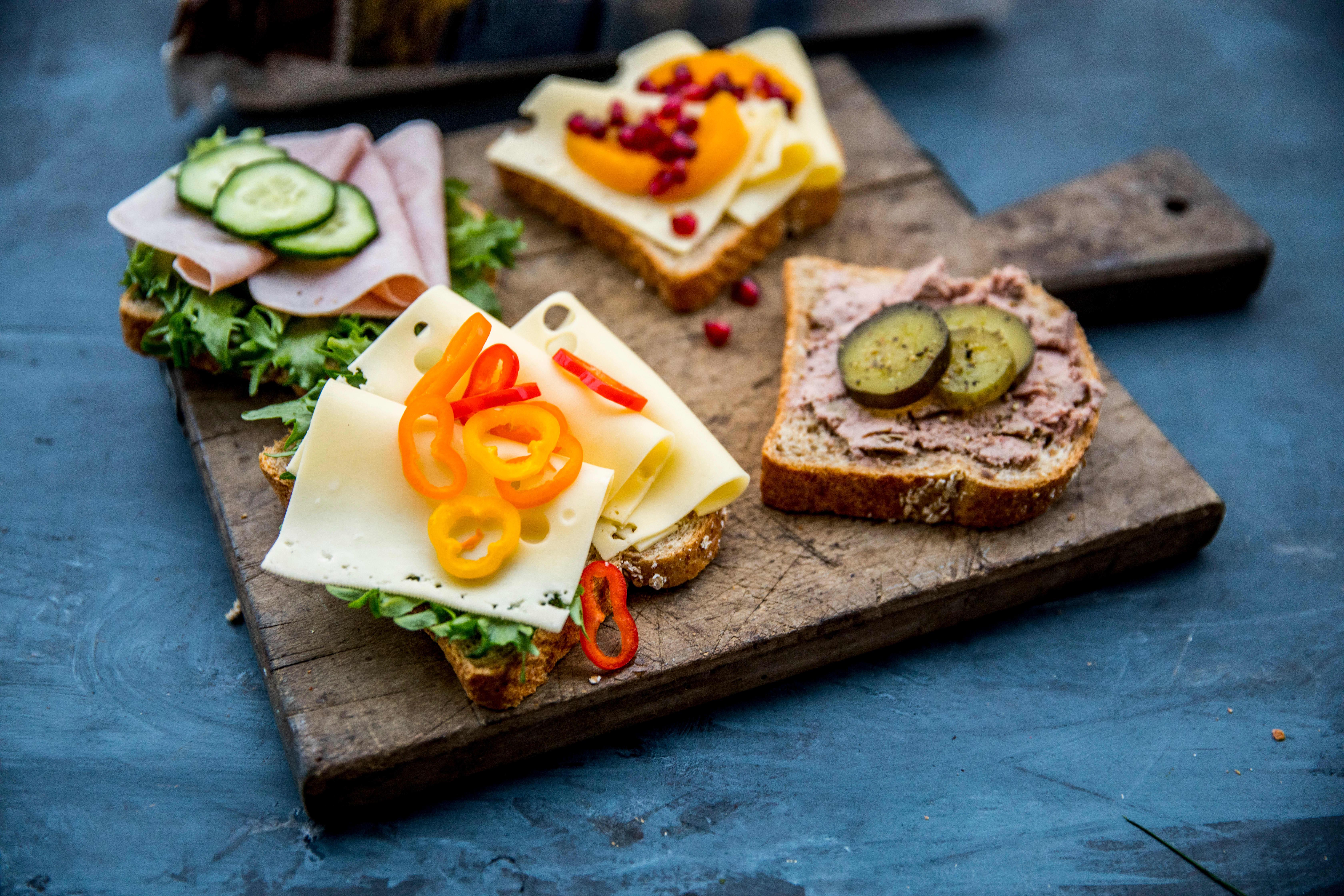 Serien med ferdigskårne brød fra Bakehuset blir levert til utvalgte KIWI-butikker.