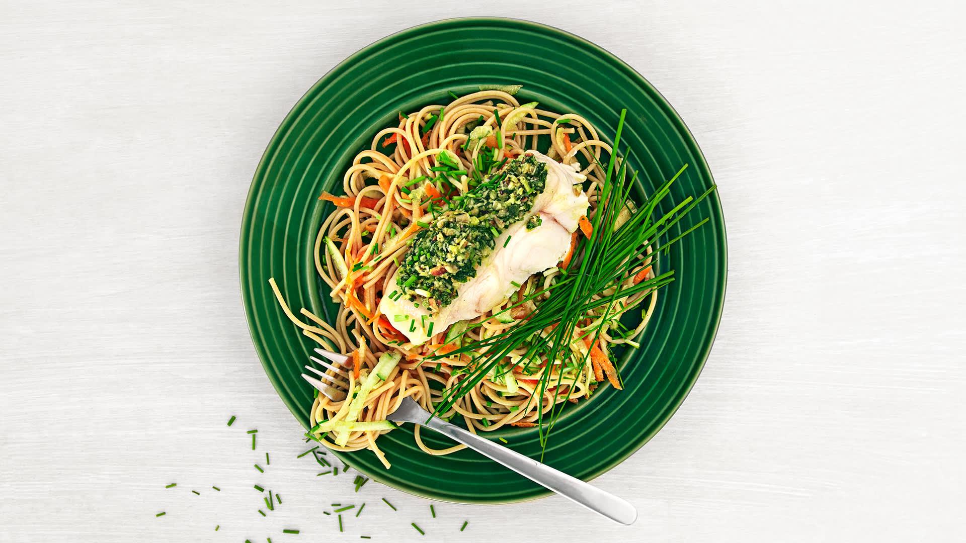Steinbit med pasta og pesto