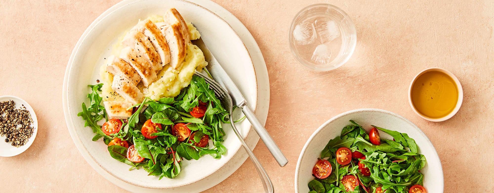 kylling med potetmos og salat