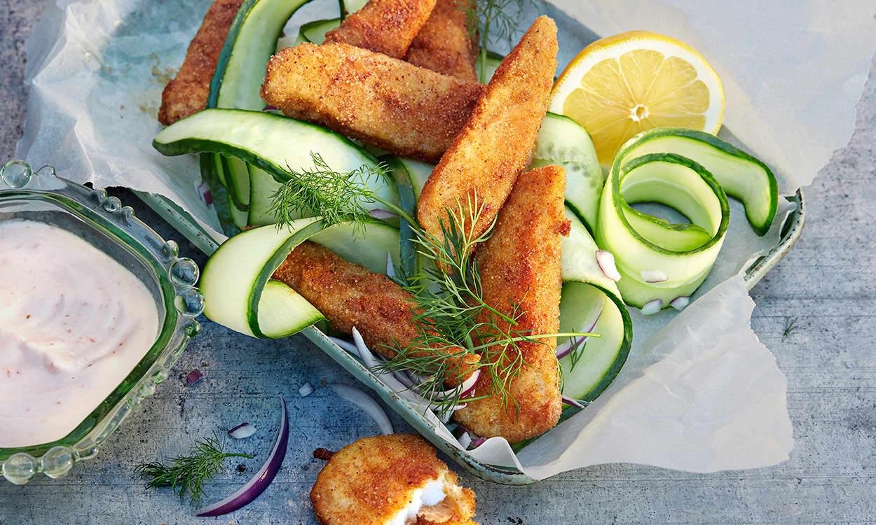 HJEMMELAGET: Med få ingredienser kan du lage dine egne fiskepinner. FOTO: KIWI.no