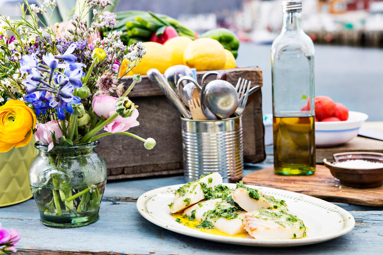 Grill fisken med olje og urter.