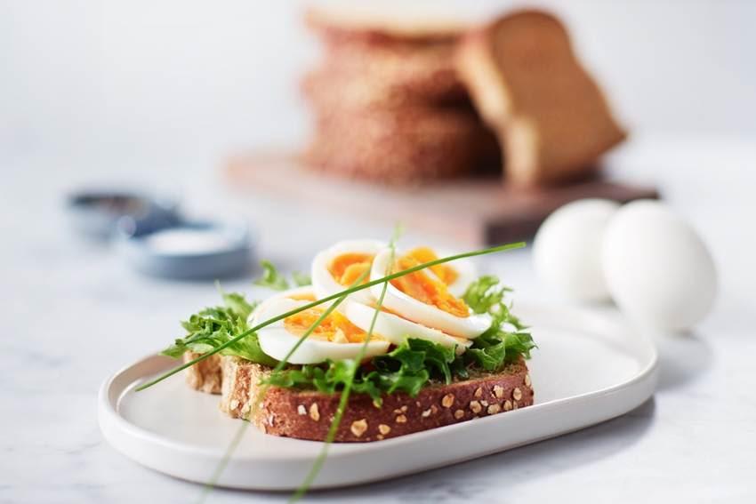 Funky eggeskive med salat.