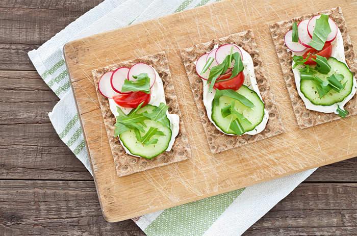 Knekkebrød er et supert alternativ til lunsj eller som «nødmat» de gangene du blir ekstra sulten på jobb.