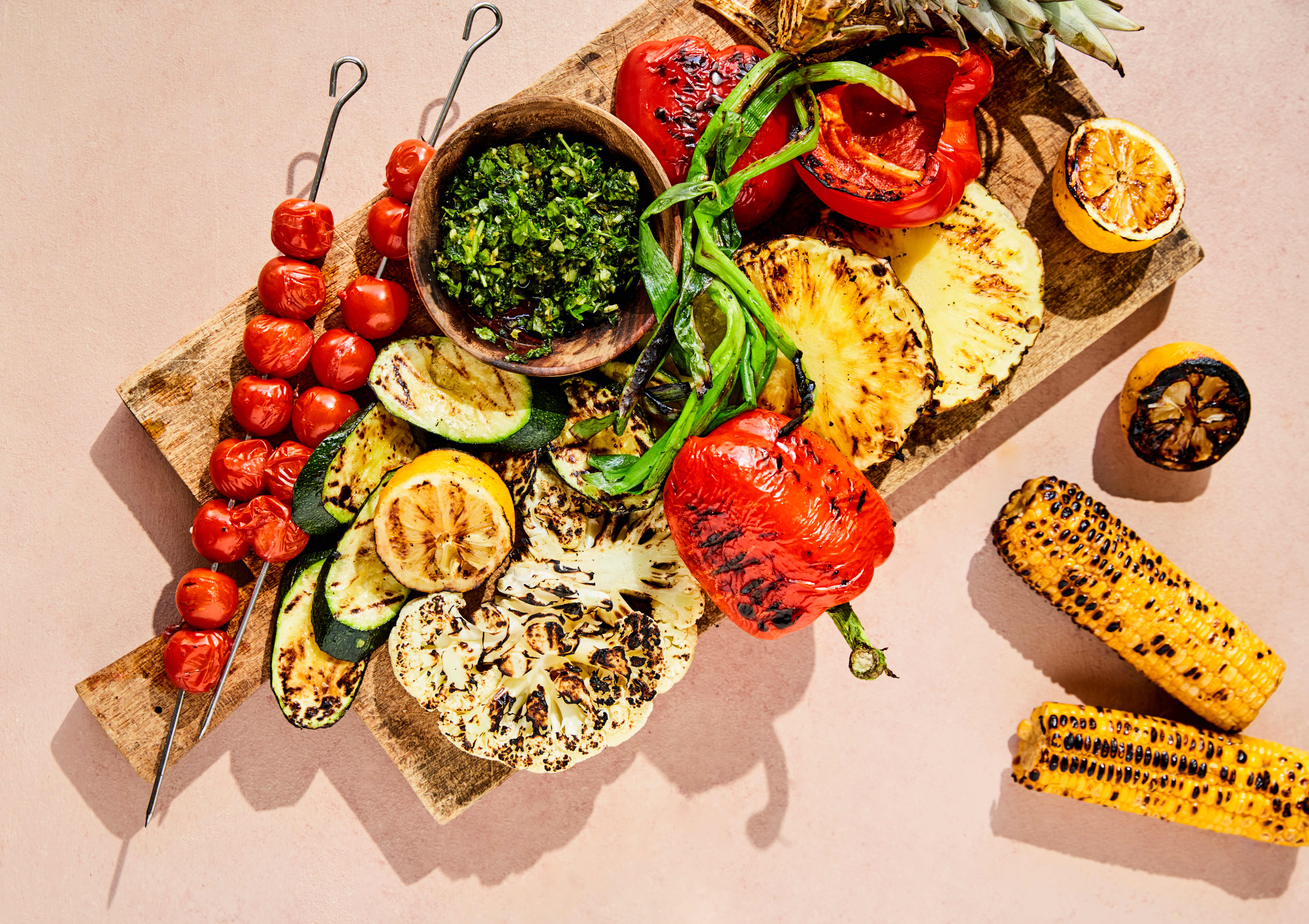 GRØNN GRILL: De aller fleste grønnsaker kan grilles. Hva med en vegetarisk grillmiddag?