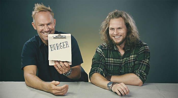 Kjetil og Dag gleder seg til å smake på en ny burger. De vet bare ikke helt hva slags burger ennå.