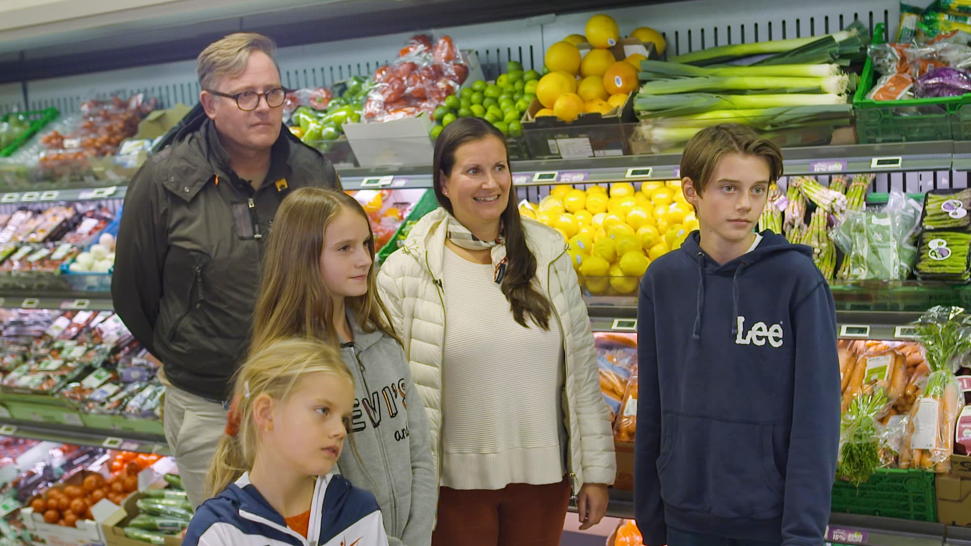 HANDLETUR: Morten og Ann Maureen sammen med barna Marie (8), Madelen (11) og Morten (13).