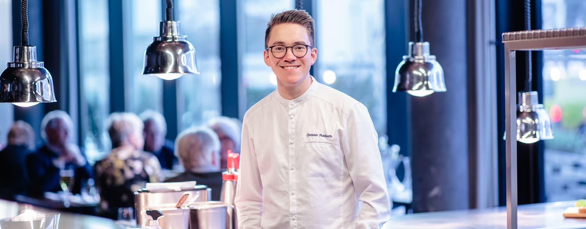 Mesterkokk Christer Rødseth lager helst stekt torskeloin med ertepuré og norske småpoteter i ovn.