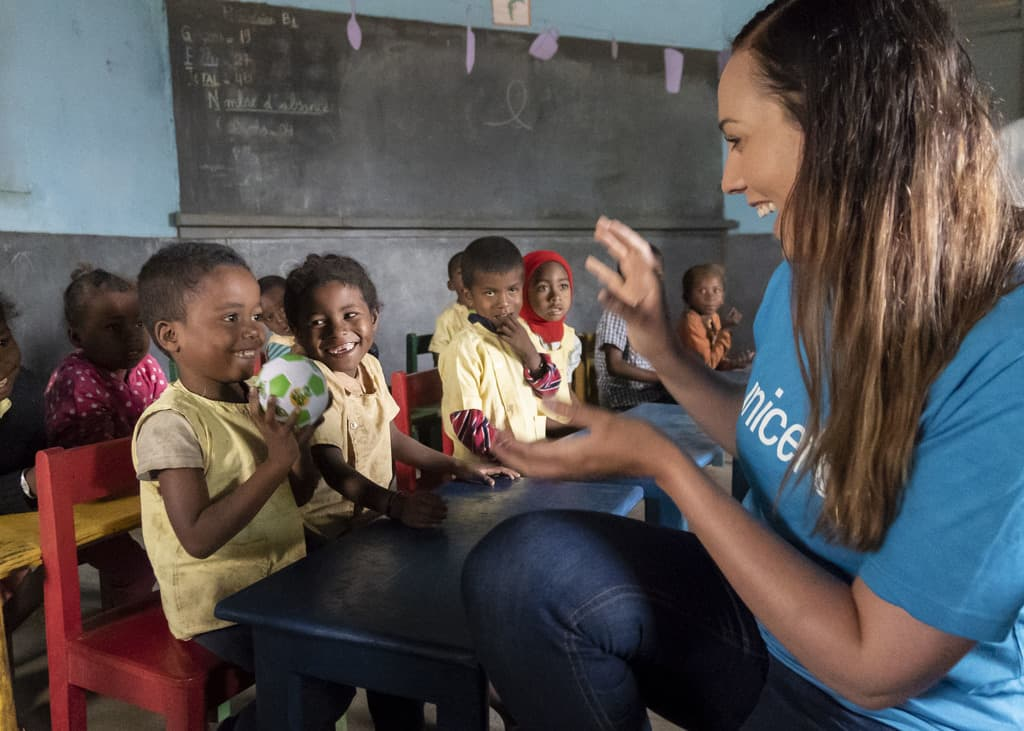 Siden 2010 har KIWI i samarbeid med UNICEF bygget 20 skoler og én barnehage.