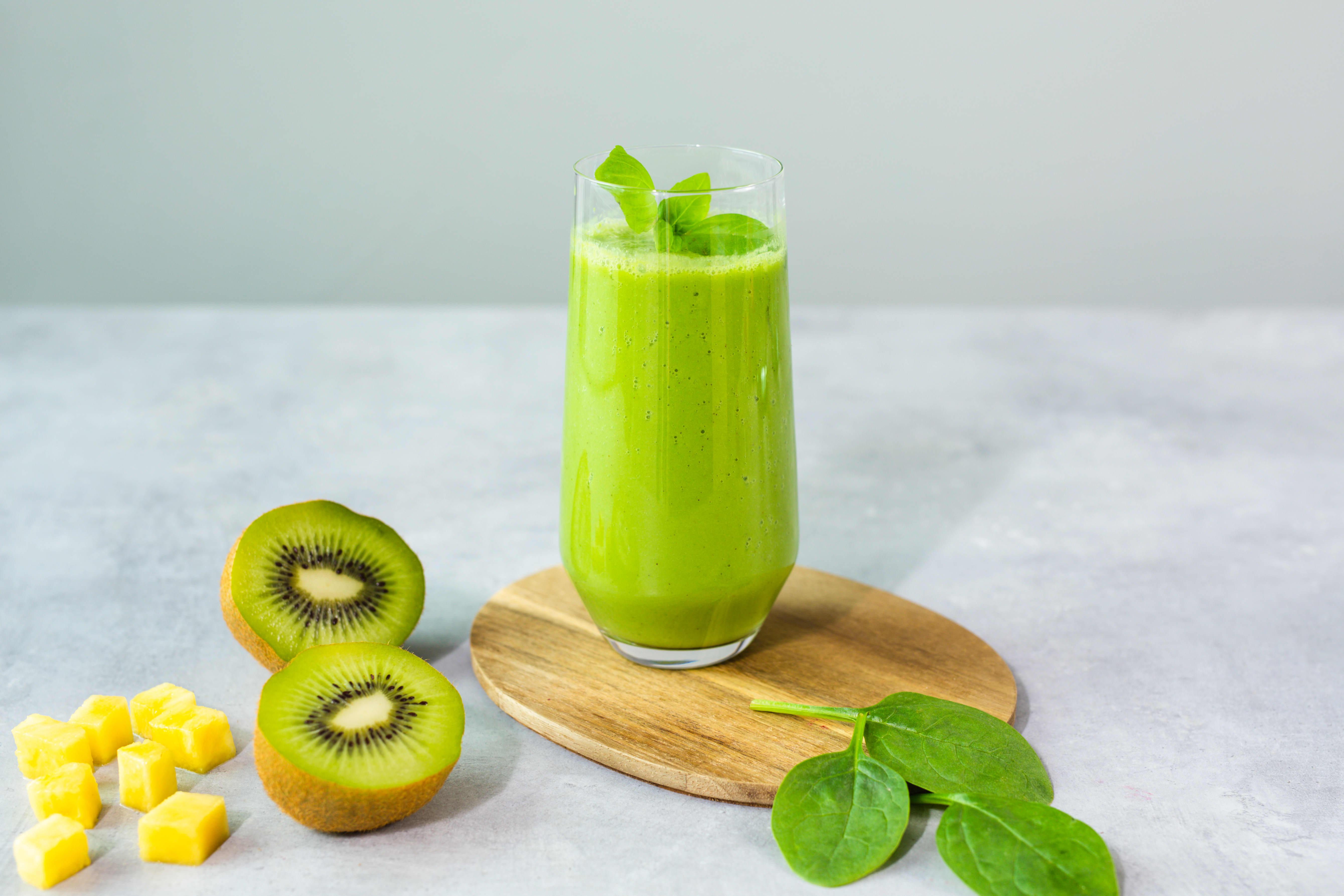 En grønn smoothie med spinat og ingefær