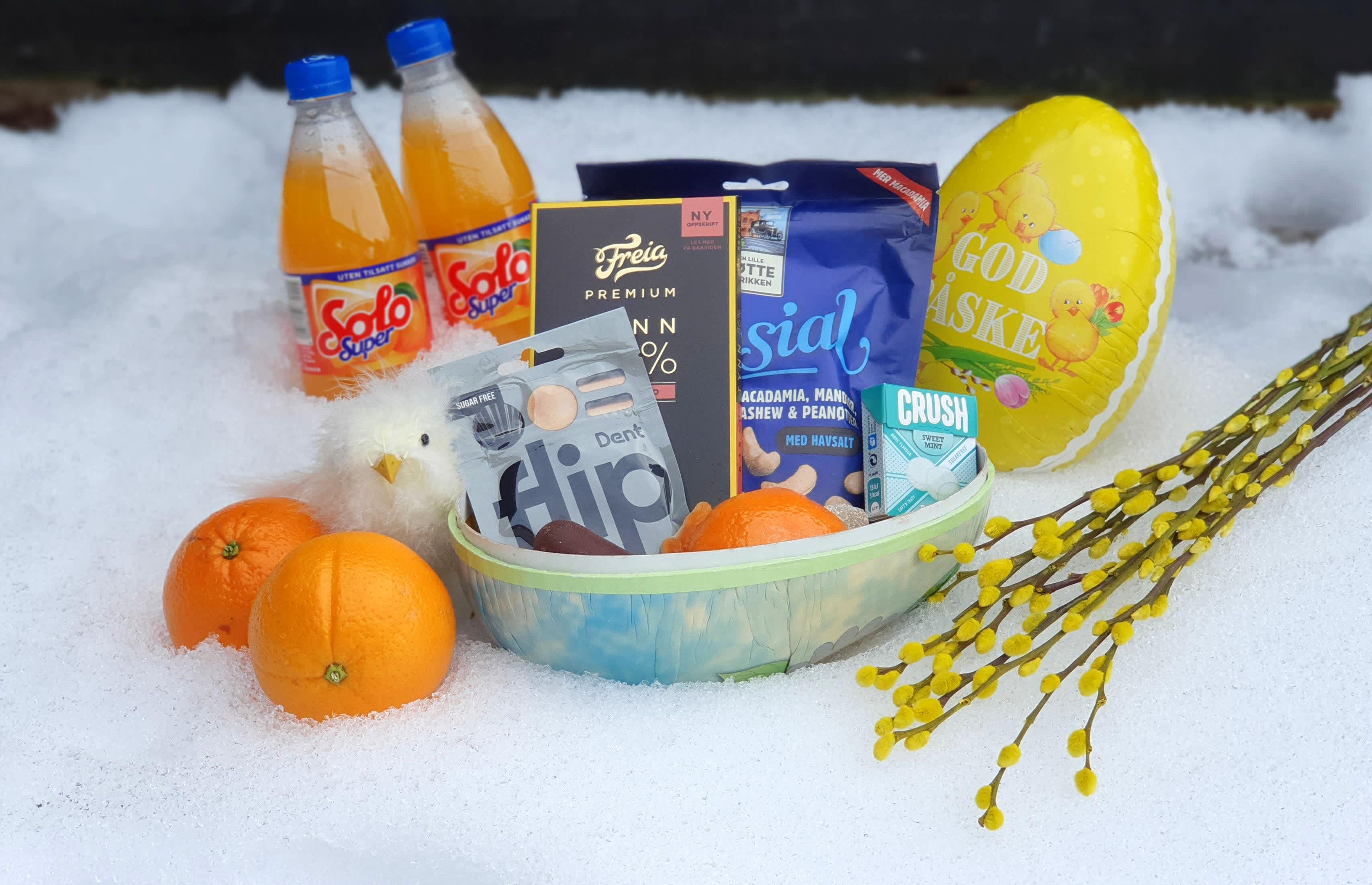 Sukkerfrie pastiller, nøtter og mørk sjokolade er fint å putte i påskeegget i tillegg til det du liker best av annet godteri.