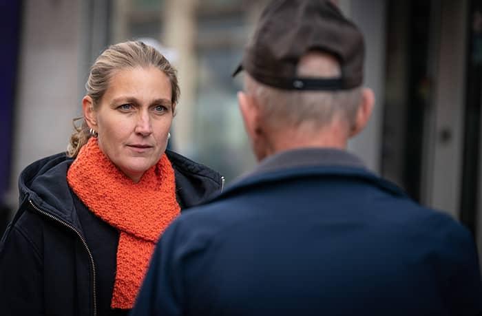 Kjersti Klouman Høiner leder en av Kirkens Bymisjons kafeer.Foto: Kirkens Bymisjon