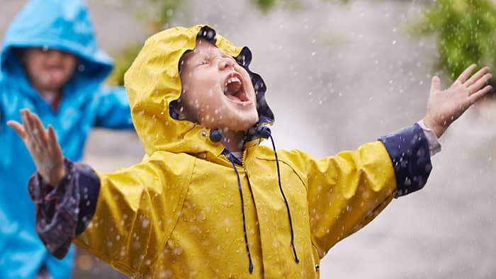 Regntøy og andre ytterplagg bør vaskes så sjelden som mulig, for å bevare tøyets kvalitet lenger.