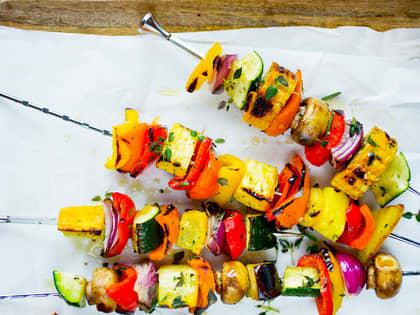 Grillspyd: smakskombinasjoner, grilltider og marinader