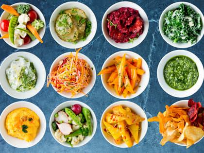 Enkle småretter og tilbehør med høstens grønnsaker