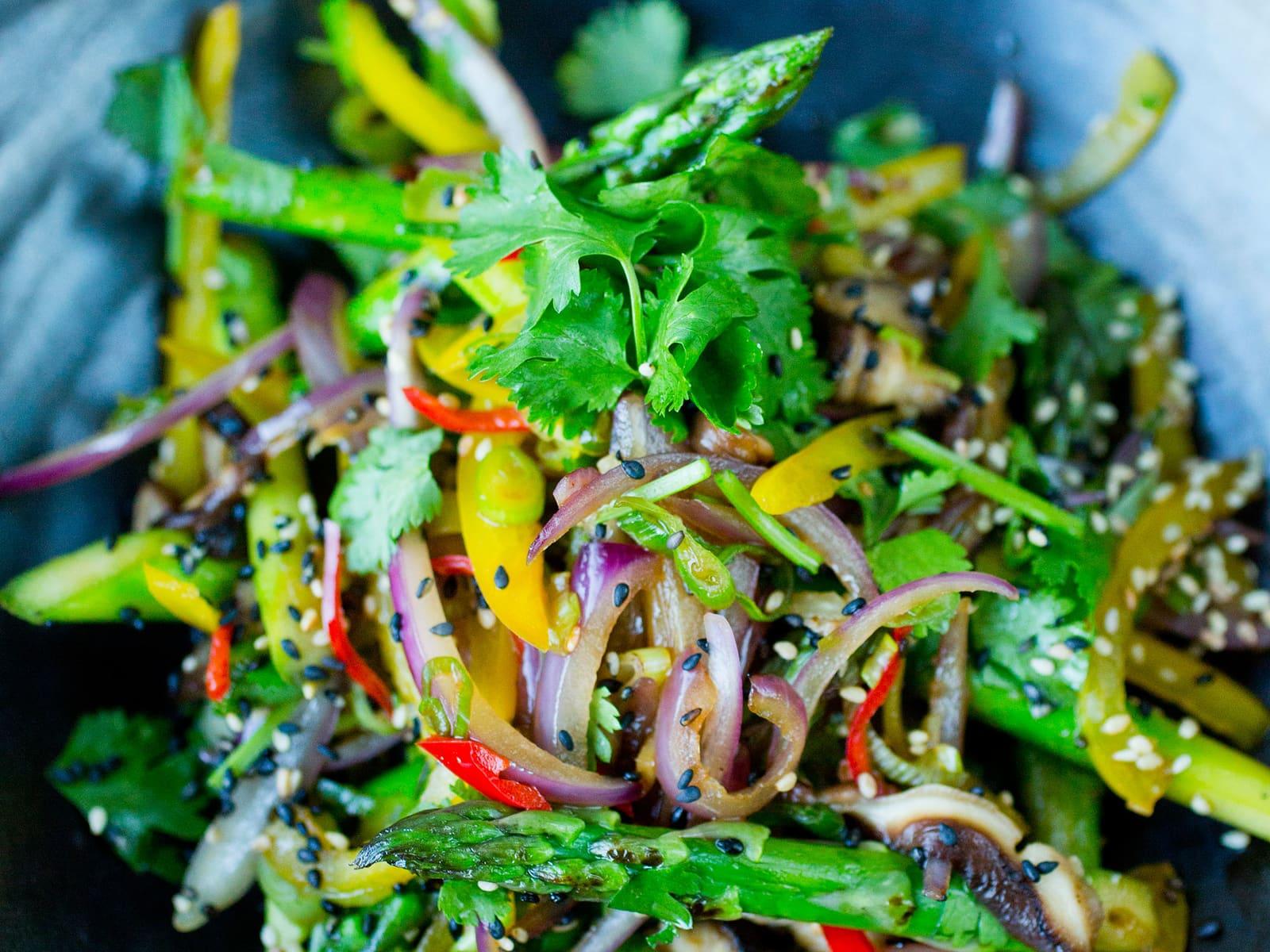 Lynstekte grønnsaker med soya og sesam