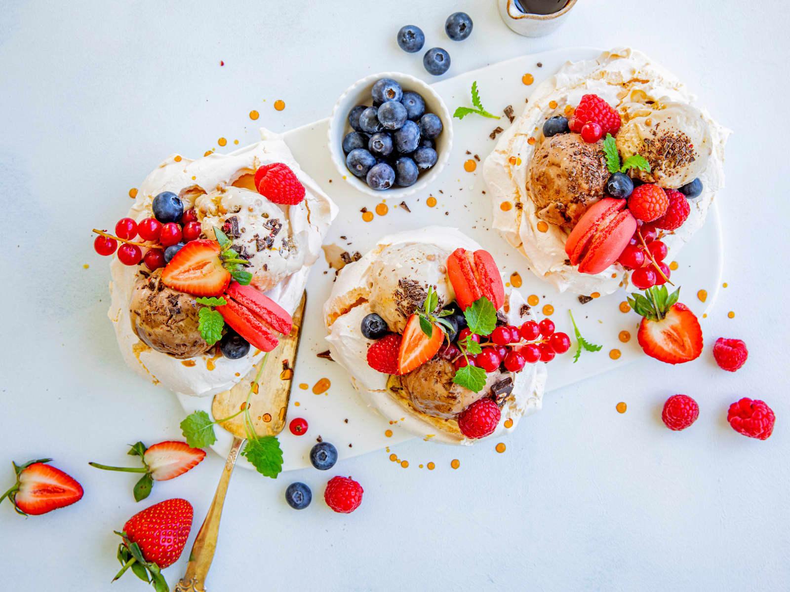 Minipavlova med iskrem