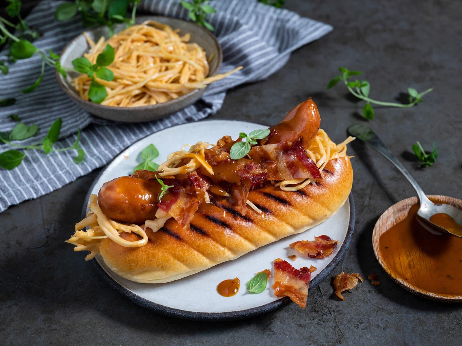 Saftig nøkkelpølse med bacon og coleslaw
