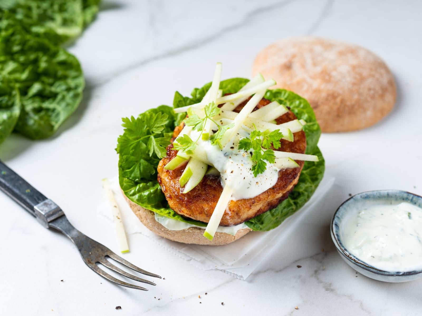 Fiskeburger med tzatziki og eple