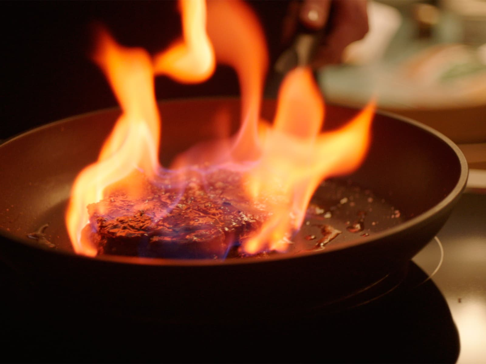 Flambert biff med peppersaus og ovnsbakte grønnsaker