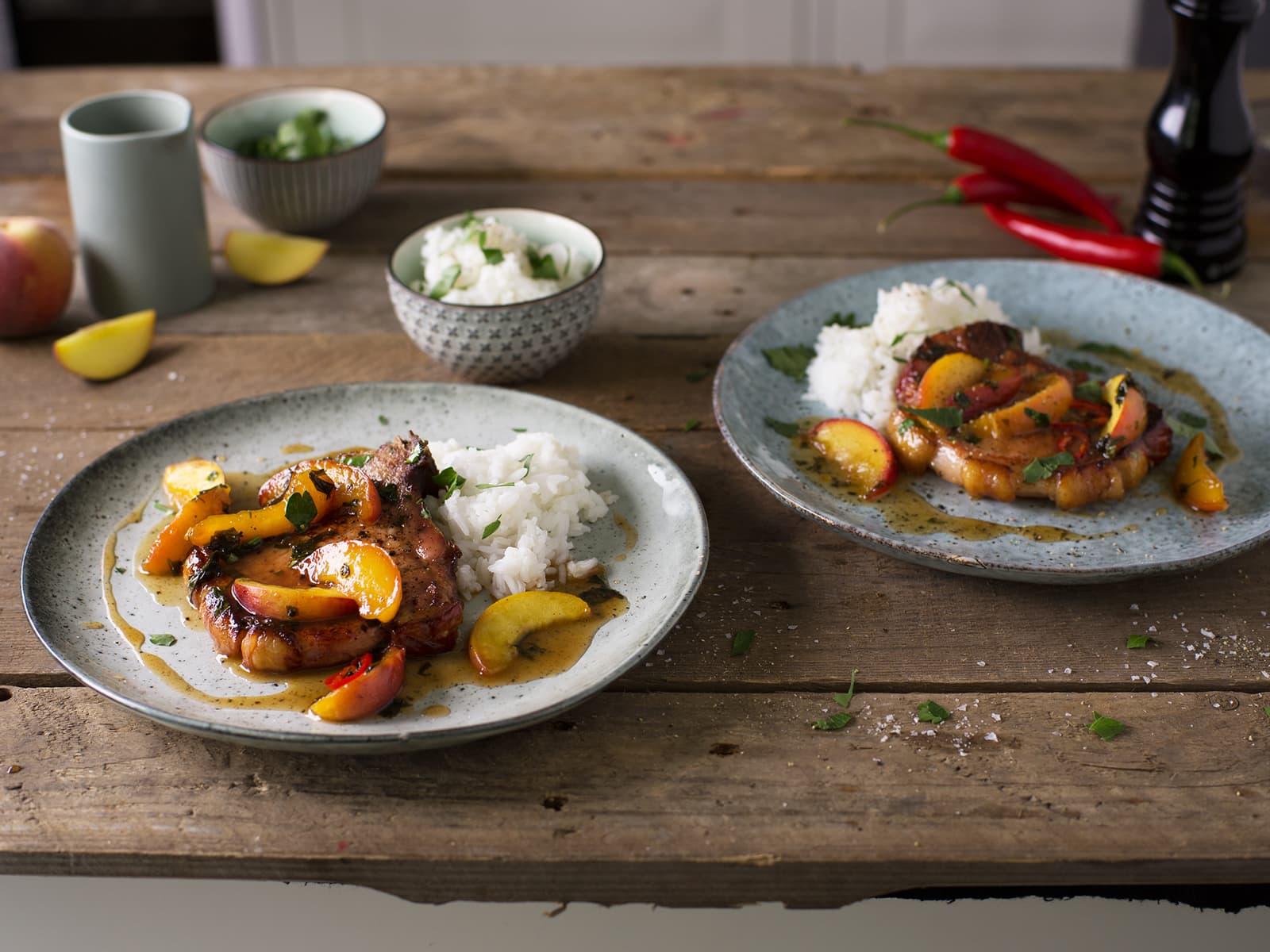 Svinekoteletter med fersken og chili