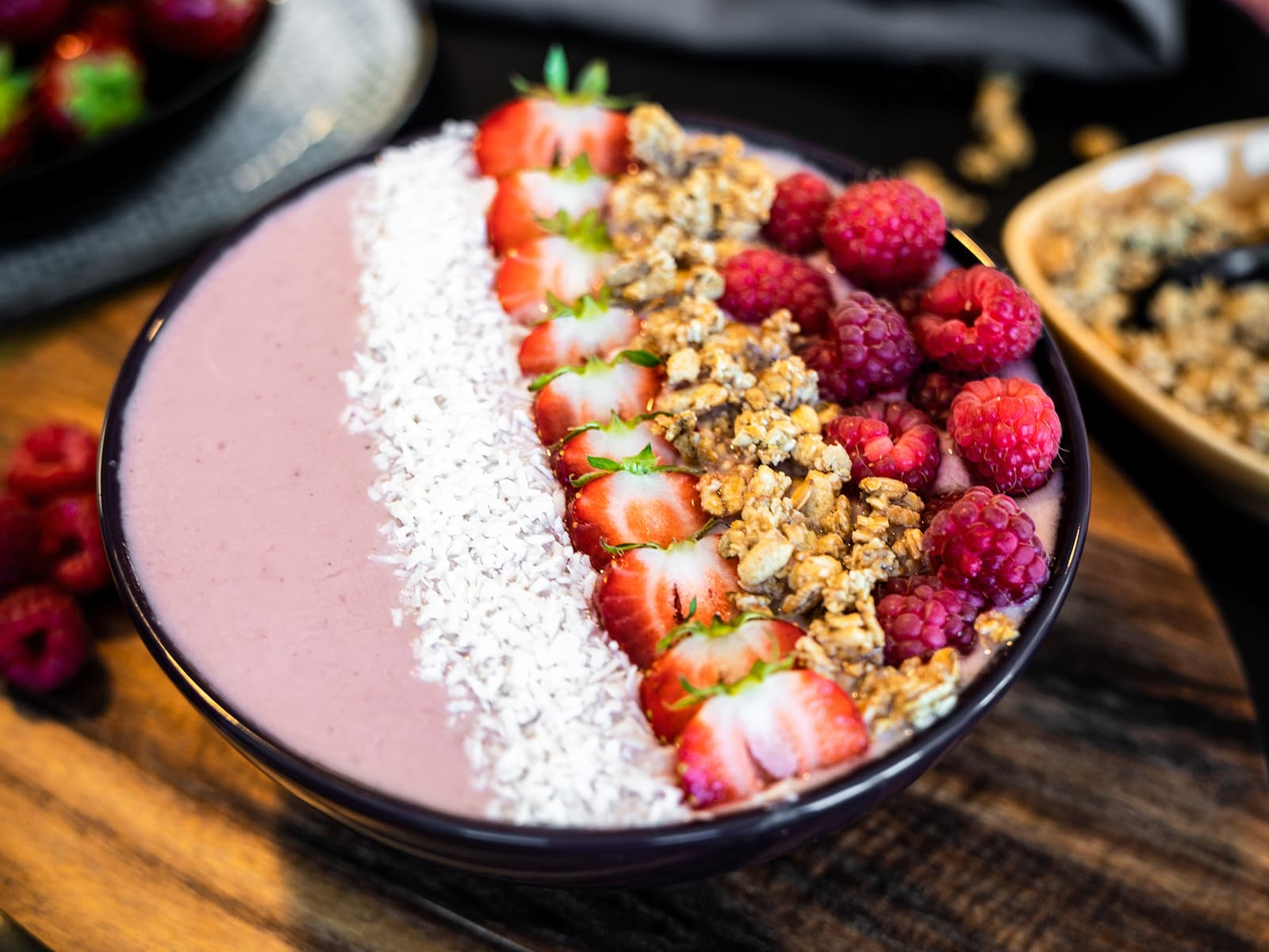 Smoothie bowl med bær og yoghurt