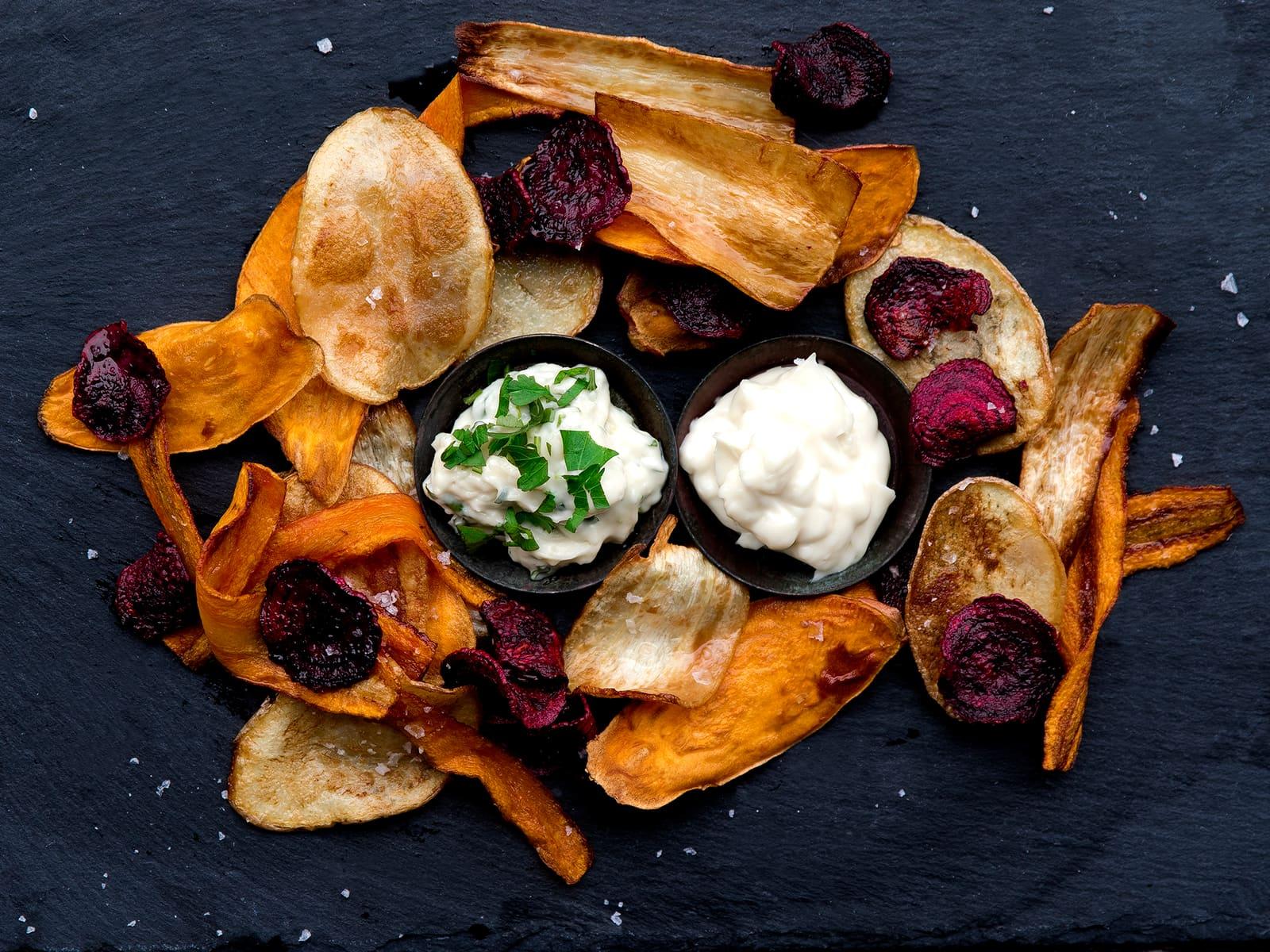 Hjemmelagde chips med aioli