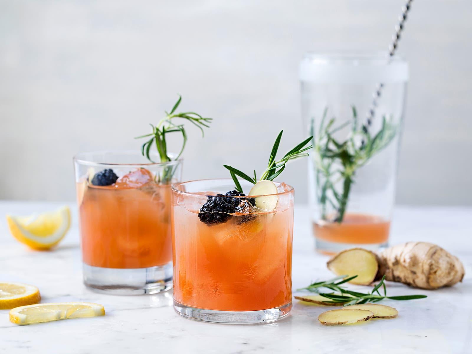 Mocktail med tranebær og ingefær