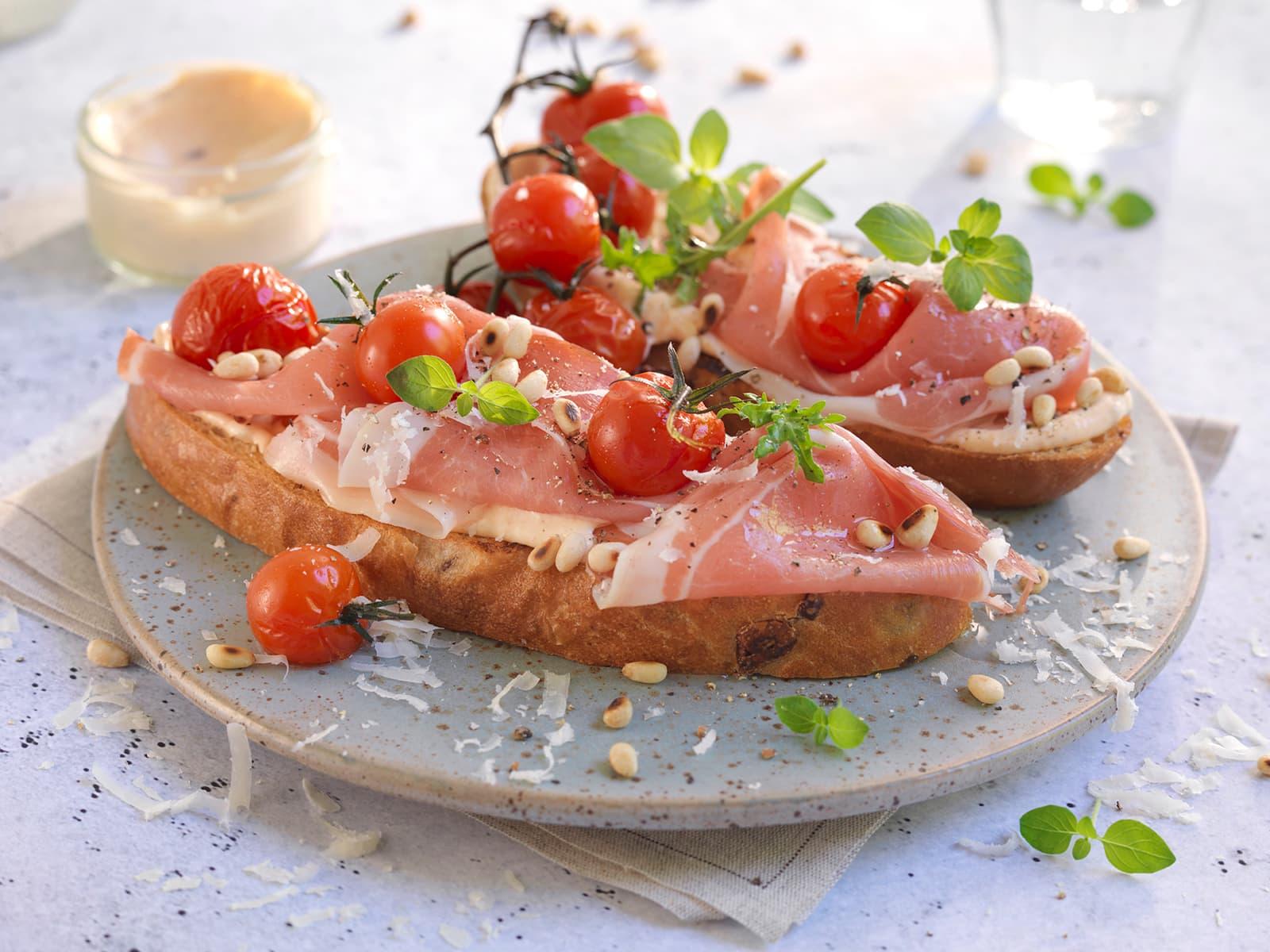 Bruschetta med spekeskinke og bakte tomater