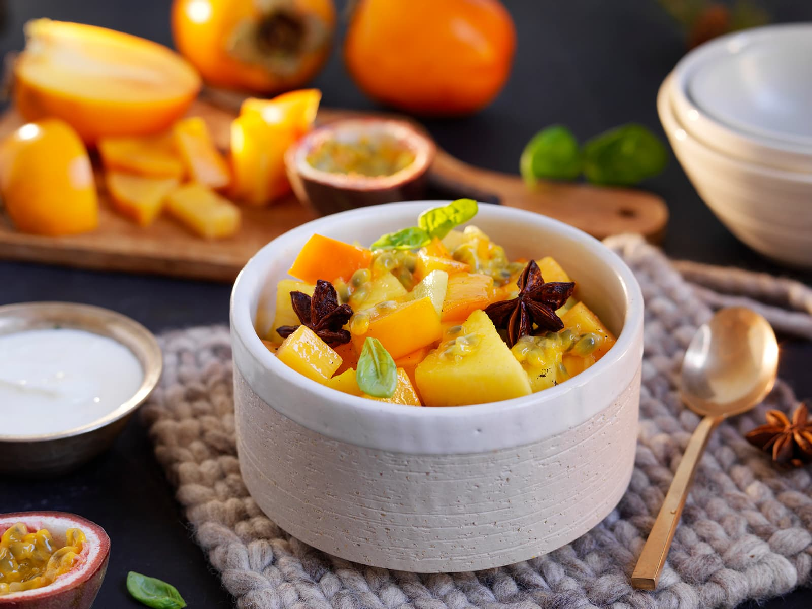 Fruktsalat med persimon og vaniljekesam