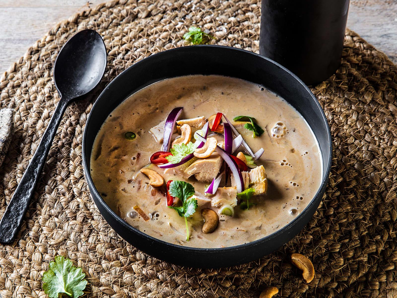 Kremet thaisuppe med kylling og cashewnøtter