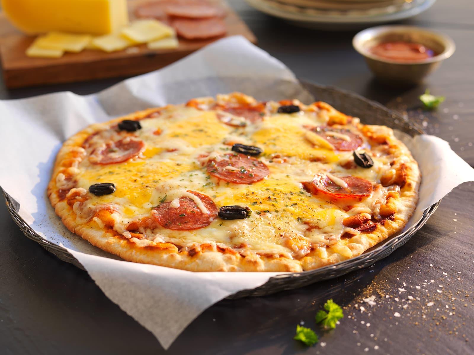 Pizza med chorizo og Bufarost