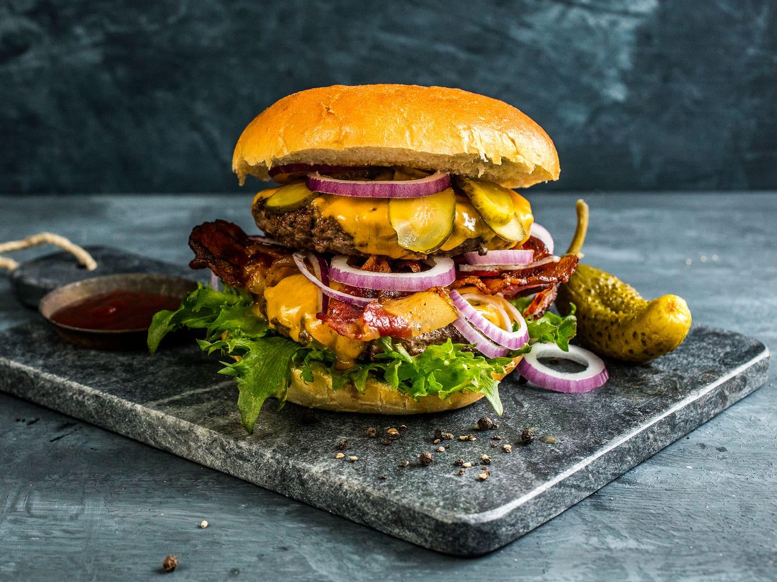 Dobbel cheeseburger med bacon