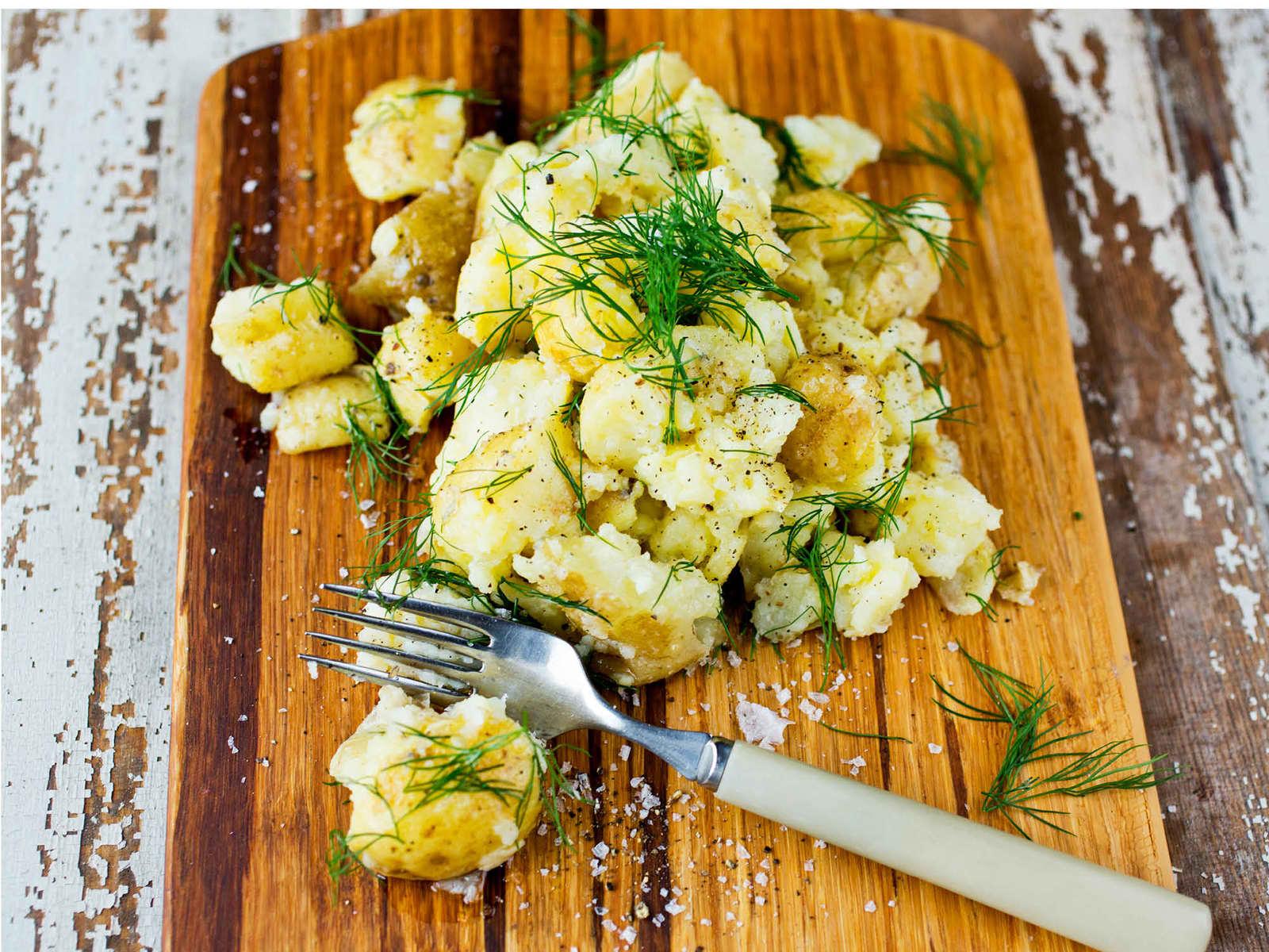 Knuste poteter med sitron og dill